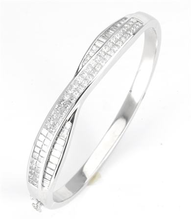 18KTW BANGLE DIAMOND 5.91CT