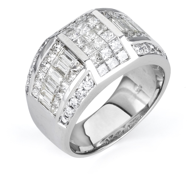 18K.WHITE GENTS BAND 4.38ct