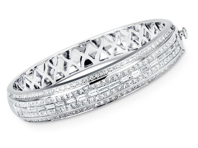 18KW BANGLE DIAMOND 8.48CT