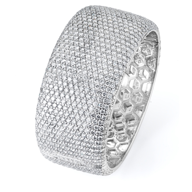 18KW BANGLE DIAMOND 35.34CT
